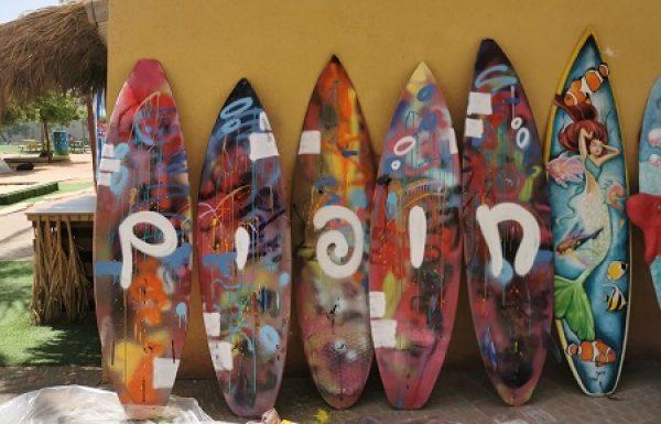 בשכונת עין הים הפנינג אומנות על גלשנים למשפחות צעירות