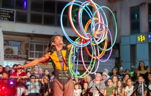 מגוון הופעות של אמני רחוב ומוזיקאים שיתקיימו בגנים הלאומיים במהלך חודש אוגוסט